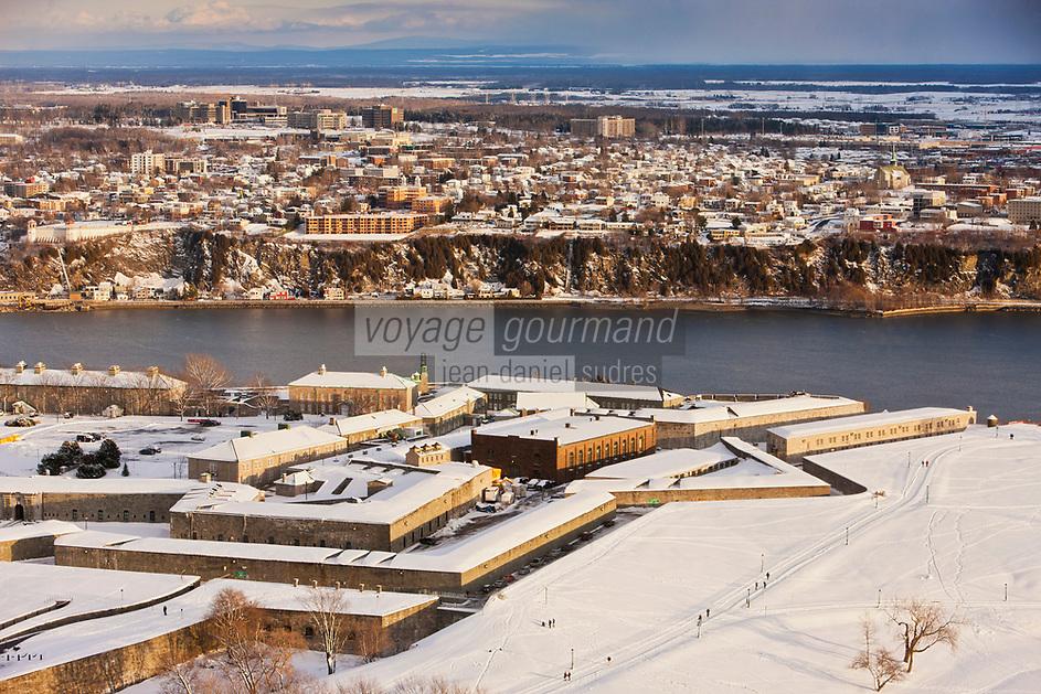 Amérique/Amérique du Nord/Canada/Québec/ Québec: La  citadelle et le et le fleuve St Laurent vus depuis l'Observatoire de la Capitale au  31e étage de l'édifice Marie-Guyart -  vieille ville classée Patrimoine Mondial de l'UNESCO,