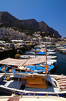 Italien, Capri, Boote im Hafen von Marina Grande