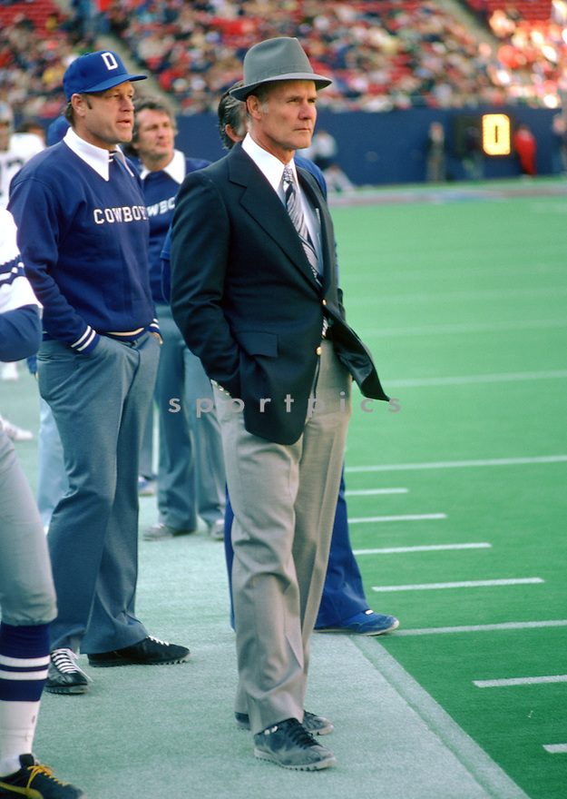 Dallas Cowboys Head Coach Tom Landry during a game from his 1976 season with the Dallas Cowboys at Texas Stadium in Irving, Texas.  Tom Landry head coached for 29 years all with the Dallas Cowboys and won 2 Super Bowl in 1971 and 1977. As a player Tom Landry played for 7 season with 2 different teams and was a 2-time Pro Bowler and was inducted into the Pro Football Hall of Fame in 1990.(SportPics)