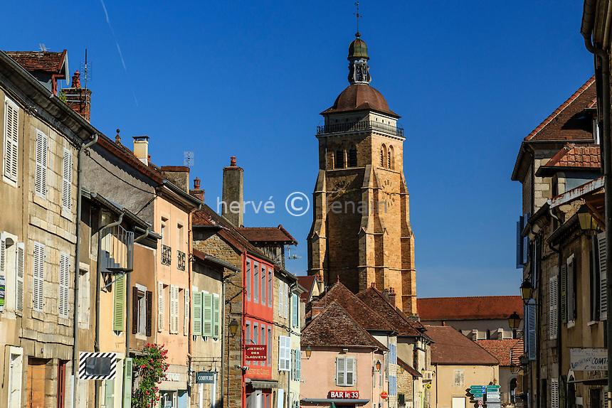 France, Jura (39), Arbois, la rue de Faramand et le clocher de l'église Saint-Just // France, Jura, Arbois, Faramand street and Saint Just church tower