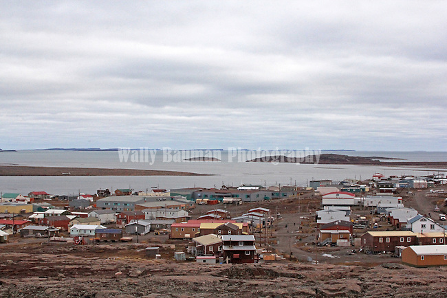 VILLAGE OF KUGLUKTUK IN THE CANADIAN ARCTIC, NUNAVUT, CANADA
