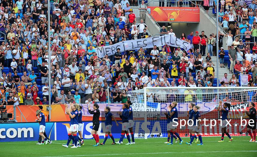 Fifa Women's World Cup Germany 2011 : France - Sweden  at Sinsheim : de franse ploeg gaat het publiek groeten na de match. De slogan ' Merci Les Filles ' prijkt in de tribunes.foto DAVID CATRY / Vrouwenteam.be