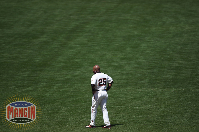 SAN FRANCISCO - June 23:  Barry Bonds of the San Francisco Giants walks out into left field during the game against the New York Yankees at AT&T Park in San Francisco, California on June 23, 2007. Photo by Brad Mangin