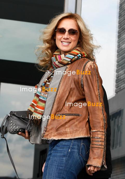 """Lara Fabian assiste à l'enregistrement de l'émission """" Les Grosses têtes """" en Belgique pour la célébration des 20 ans de Bel RTL..29 AOUT 2011.Pic : Lara Fabian.PHOTOS EXCLUSIVES."""
