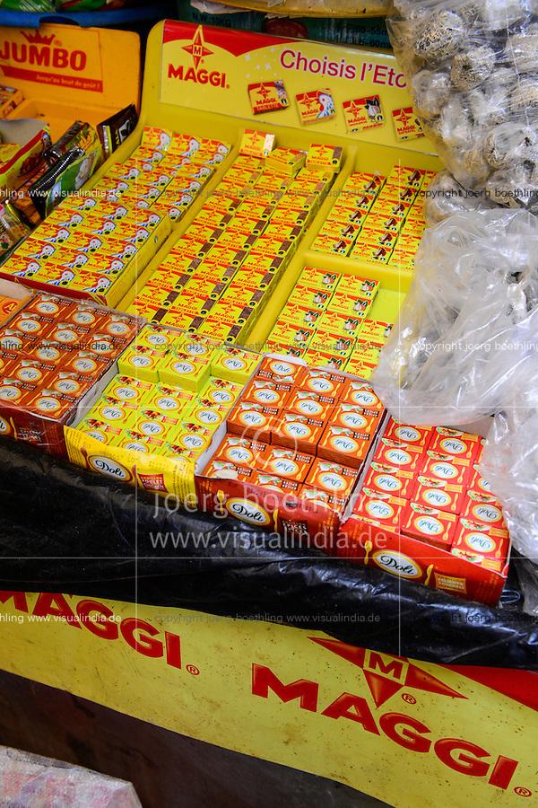 BURKINA FASO, Bobo Dioulasso, Grande MARCHE, market, selling of Nestle product Maggi / Grosser Markt, Verkauf von Maggi Bruehwuerfeln