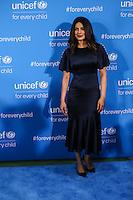 NEW YORK, NY, 12.12.2016 - ONU-UNICEF - A atriz indiana Priyanka Chopra atende fotógrafos durante tapete vermelho do 70º aniversário da UNICEF (Fundo das Nações Unidas para a Infância) na sede da Nações Unidas em New York os Estados Unidos nesta segunda-feira, 12. (Foto: Vanessa Carvalho/Brazil Photo Press)