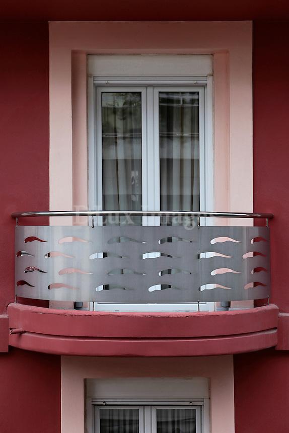 bordeaux veranda with metal railings