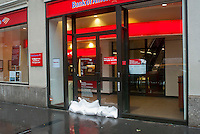 "Sandbags are used to protect the entrance to a branch of the Bank of America in Lower Manhattan in New York on Monday, October 29, 2012. Hurricane Sandy continues its steady advance with heavy wind and rain. New York has shut down the schools, the transit system and the Holland and Hugh L. Carey Tunnels have been closed. Evacuations have been ordered in the ""Zone A"" areas including Battery park City. (© Richard B. Levine)"