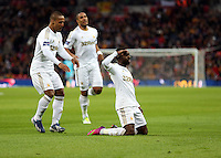 Pictured: Nathan Dyer of Swansea (R) is celebrating his goal with team mate Wayne Routledge (L). Sunday 24 February 2013<br />