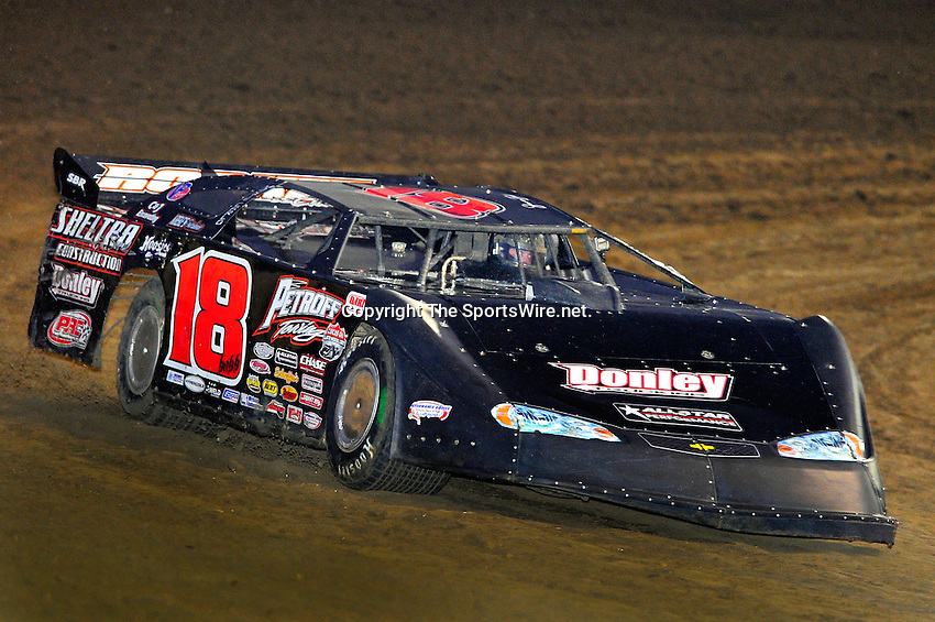 Feb 06, 2010; 6:25:40 PM; Gibsonton, FL., USA; The Lucas Oil Dirt Late Model Racing Series running The 34th Annual Dart WinterNationals at East Bay Raceway Park.  Mandatory Credit: (thesportswire.net)