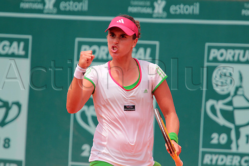 29.04.2011 Estoril Open Portugal...Anabel MEDINA GARRIGUES from Spain, wins Monica NICULESCU from Roumanie, and is the second finalist of Estoril Open 2011, to play with German player Kristina BARROIS