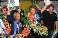SKUTSJESILEN: LEMMER: feesttent, 18-08-2012, IFKS skûtsjesilen, winnaars IFKS 2012, Tony Brundel, Lytse Lies (A-Klasse), Henk Regts, Ut & Thús (3e A-Klasse), Arnold Veenema, Hoop op Welvaart (a-Klasse), Jelle Talsma, De Jonge Jan (2e A-Klasse), ©foto Martin de Jong