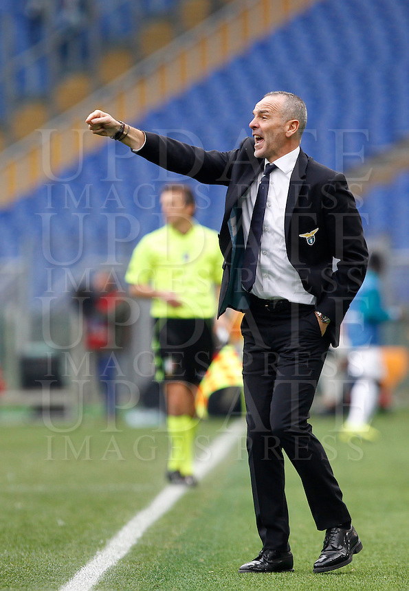 Calcio, Serie A: Lazio vs Napoli. Roma, stadio Olimpico, 18 gennaio 2015.<br /> Lazio coach Stefano Pioli gestures to his players during the Italian Serie A football match between Lazio and Napoli at Rome's Olympic stadium, 18 January 2015.<br /> UPDATE IMAGES PRESS/Isabella Bonotto