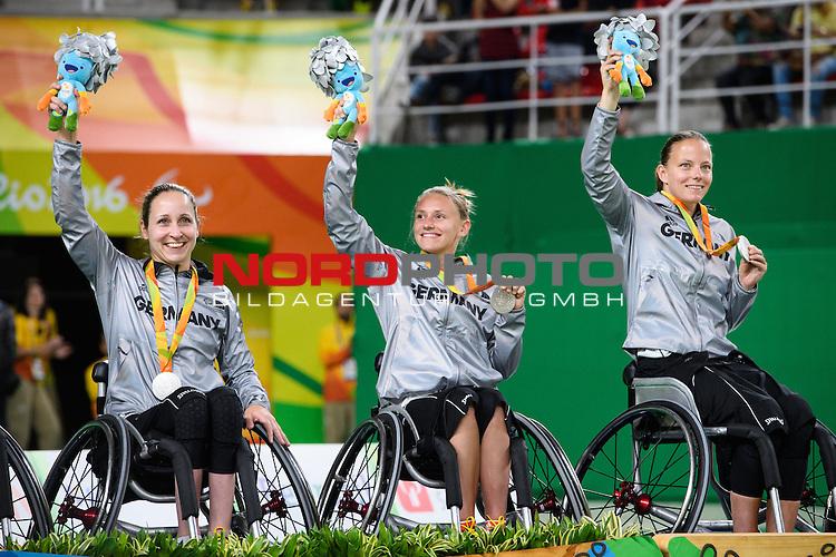 16.09.2016, Rio de Janeiro, Olympische Arena<br />Paralympische Spiele, Rollstuhl Basketball Frauen, Siegerehrung<br /><br />Annika Zeyen (#8 GER), Laura FŸrst / Fuerst (#9 GER), Gesche SchŸnemann / Schuenemann (#10 GER) mit Medaille / Silbermedaille / Maskottchen<br /><br />  Foto &copy; nordphoto / Kurth