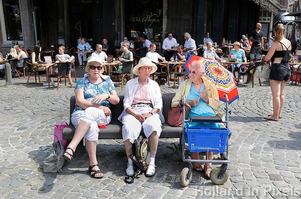 Nederland  Hoorn 2016. Bezoekers van de Kaasmarkt. Foto Berlinda van Dam / Hollandse Hoogte