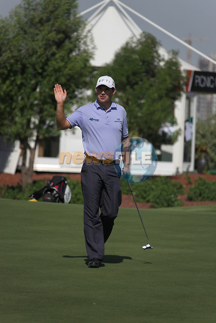 Dubai World Championship Golf. Earth Course,.Jumeirah Golf Estate, Dubai, U.A.E...Padraig Harringtonwaves after sinking his putt on the 5th during the first round of the Dubai World Golf championship..Photo: Fran Caffrey/www.golffile.ie...