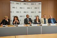 Pressegespraech zur Verleihung des 9. Amnesty Menschenrechtspreises am 16. April 2018 in Berlin.<br /> Amnesty International vergibt den Menschenrechtspreis 2018 an das Nadeem-Zentrum in Kairo als ein Zeichen gegen Folter in Aegypten.<br /> Stellvertretend fuer das Nadeem-Zentrum nahm der aegyptische Arzt und Menschenrechtsaktivist Taher Mukhtar entgegen, da die Betreiber des Zentrums nicht aus Aegypten ausreisen duerfen.<br /> Im Bild vlnr.: Dolmetscherin; Najia Bounaim, Stellvertretende Nordafrika-Direktorin fuer Kampagnen im Internationalen Sekretariat von Amnesty International und Markus N. Beeko, Generalsekretaer von Amnesty International in Deutschland; Sara Fremberg, Pressesprecherin Amnesty International Deutschland; Taher Mukhtar, aegyptischer Arzt und Menschenrechtsaktivist &ndash; er nimmt den Amnesty-Menschenrechtspreis stellvertretend fuer das Nadeem-Zentrum entgegen; Dolmetscher.<br /> 16.4.2018, Berlin<br /> Copyright: Christian-Ditsch.de<br /> [Inhaltsveraendernde Manipulation des Fotos nur nach ausdruecklicher Genehmigung des Fotografen. Vereinbarungen ueber Abtretung von Persoenlichkeitsrechten/Model Release der abgebildeten Person/Personen liegen nicht vor. NO MODEL RELEASE! Nur fuer Redaktionelle Zwecke. Don't publish without copyright Christian-Ditsch.de, Veroeffentlichung nur mit Fotografennennung, sowie gegen Honorar, MwSt. und Beleg. Konto: I N G - D i B a, IBAN DE58500105175400192269, BIC INGDDEFFXXX, Kontakt: post@christian-ditsch.de<br /> Bei der Bearbeitung der Dateiinformationen darf die Urheberkennzeichnung in den EXIF- und  IPTC-Daten nicht entfernt werden, diese sind in digitalen Medien nach &sect;95c UrhG rechtlich geschuetzt. Der Urhebervermerk wird gemaess &sect;13 UrhG verlangt.]