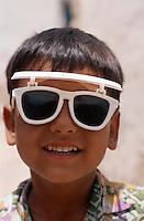 Kinder mit Sonnenbrille,  Bikaner (Rajasthan), Indien