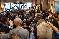 """Treffen des Zentralrat der Muslime mit AfD-Parteispitze am 23. Mai 2016 im Regent-Hotel in Berlin.<br /> Der Zentralrat der Muslime (ZDM) hatte fuehrende AfD-Politiker zu einem Gespraech eingeladen, um ueber diskriminierende und islamfeindliche Ausserungen und Passagen im AfD-Parteiprogramm zu reden. Die AfD-Politiker liessen das Gespraech nach kurzer Zeit platzen und beschuldigten den ZDM """"nicht auf Augenhoehe"""" mit der AfD reden und sie """"erpressen"""" zu wollen.<br /> Im Bild: Journalisten hoeren sich die Erklaerung der AfD an.<br /> 23.5.2016, Berlin<br /> Copyright: Christian-Ditsch.de<br /> [Inhaltsveraendernde Manipulation des Fotos nur nach ausdruecklicher Genehmigung des Fotografen. Vereinbarungen ueber Abtretung von Persoenlichkeitsrechten/Model Release der abgebildeten Person/Personen liegen nicht vor. NO MODEL RELEASE! Nur fuer Redaktionelle Zwecke. Don't publish without copyright Christian-Ditsch.de, Veroeffentlichung nur mit Fotografennennung, sowie gegen Honorar, MwSt. und Beleg. Konto: I N G - D i B a, IBAN DE58500105175400192269, BIC INGDDEFFXXX, Kontakt: post@christian-ditsch.de<br /> Bei der Bearbeitung der Dateiinformationen darf die Urheberkennzeichnung in den EXIF- und  IPTC-Daten nicht entfernt werden, diese sind in digitalen Medien nach §95c UrhG rechtlich geschuetzt. Der Urhebervermerk wird gemaess §13 UrhG verlangt.]"""
