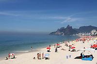 RIO DE  JANEIRO,07 DE FEVEREIRO DE 2012- clima  tempo,movimetação na  praia  do Arpoador-RJ.<br /> Foto: Guto Maia/ News Free