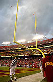 Landover, MD - December 22, 2002 -- Back Judge Richard Reels (83) watches to verify that Redskin Kicker Jose Cortez' fourth quarter field goal is good at FedEx Field in Landover, Maryland on December 22, 2002..Credit: Ron Sachs / CNP