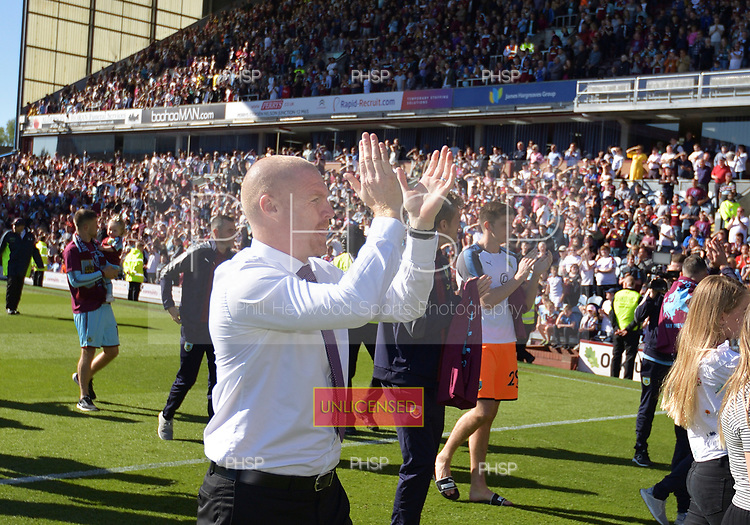 13/05/2018 Premier League Burnley v AFC Bournemouth<br /> <br /> Sean Dyche acknowledges the supporters