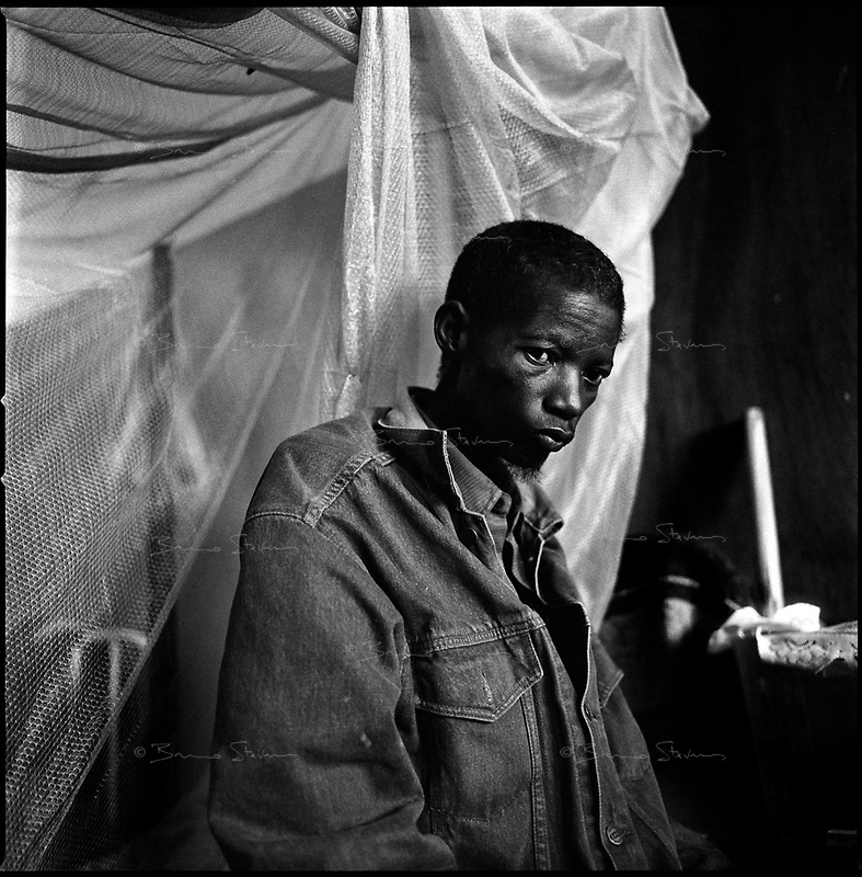 Kuito, Angola, May, 22, 2006.Jacinto, 42, suffers from Tuberculosis and is a patient in Bié Province Hospital. TB is endemic in the region, fueled by poverty, malnutrition, inadequate hygiene and the rapid spreading of HIV/AIDS since the end of the civil war in 2002.