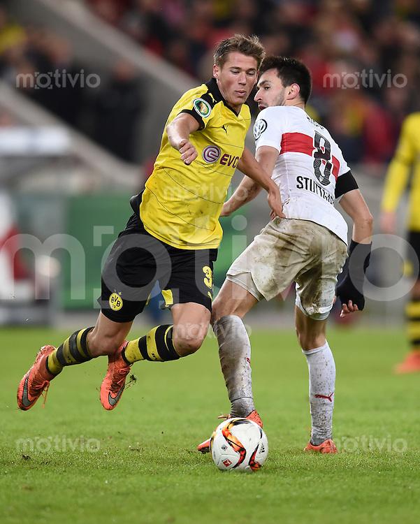 FUSSBALL DFB POKAL VIERTELFINALE SAISON  2015/2016  VfB Stuttgart - Borussia Dortmund              09.02.2016 Lukas Rupp (re, VfB Stuttgart)  gegen Erik Durm (li, Borussia Dortmund)