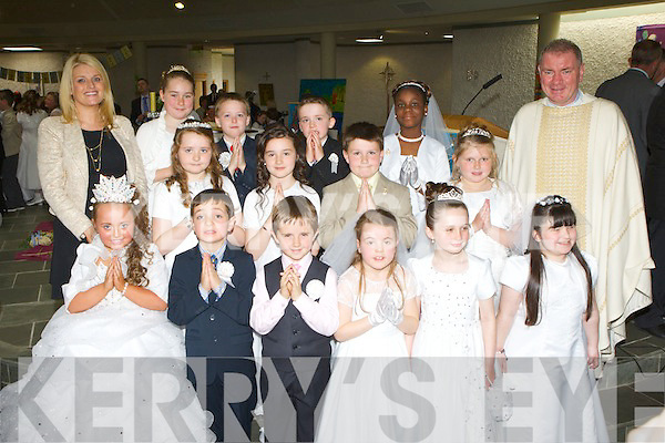 Pupils from Miss Christine Hegarty class in St Oliver NS Killarney who received their first Holy Communion in the Church of the Ressurection on Saturday..