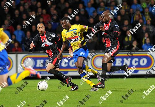 2012-10-13 / Voetbal / seizoen 2012-2013 / KVC Westerlo - FC Brussels / William Owusu (Westerlo) met Tunani (r.) van Brussels..Foto: Mpics.be