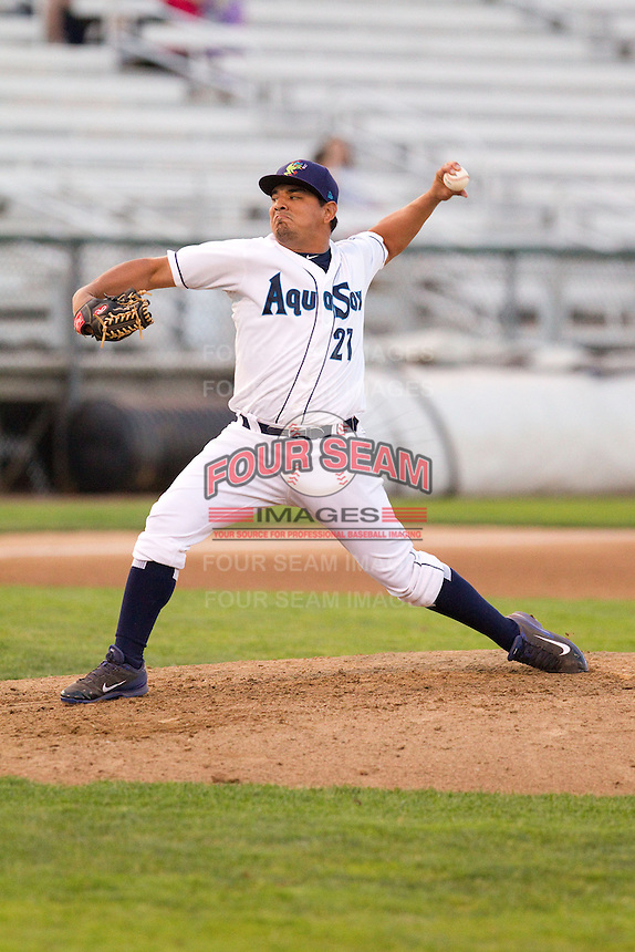 Cruz Pereiro #21 of the Everett AquaSox delivers a pitch during a game against the Salem-Keizer Volcanoes at Everett Memorial Stadium in Everett, Washington on July 9, 2014.  Salem-Keizer defeated Everett 6-4.  (Ronnie Allen/Four Seam Images)