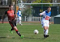 IZEGEM - TEMSE :<br /> Jan Mertens (R) ontzet de bal voor de aankomende Ruben Pyck (L)<br /> <br /> Foto VDB / Bart Vandenbroucke