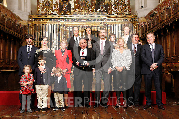 King of Spain Felipe VI hands over the businesmen of the year prize to the Spanish industrialist Jose Antolin in presence of his family. November 23, 2016.(ALTERPHOTOS/Acero)