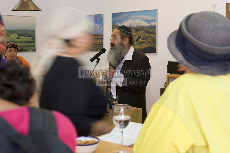 Asie/Israël/Galilée/Plateau du Golan/Quazrin: Golan Heights Winery - in groupe déguste les vins sous la conduite d'un rabin - (Domaine viticole des hauts du Golan)