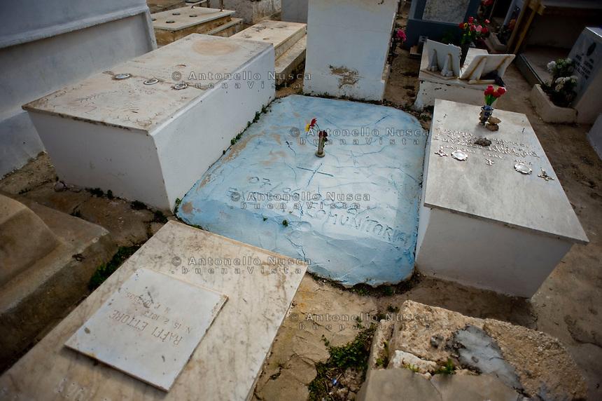 Lampedusa,2011. Tombe senza nome di immigrati morti in mare, nel cimitero di Lampedusa.<br /> Tombs of immigrants without name at Lampedusa cemetery
