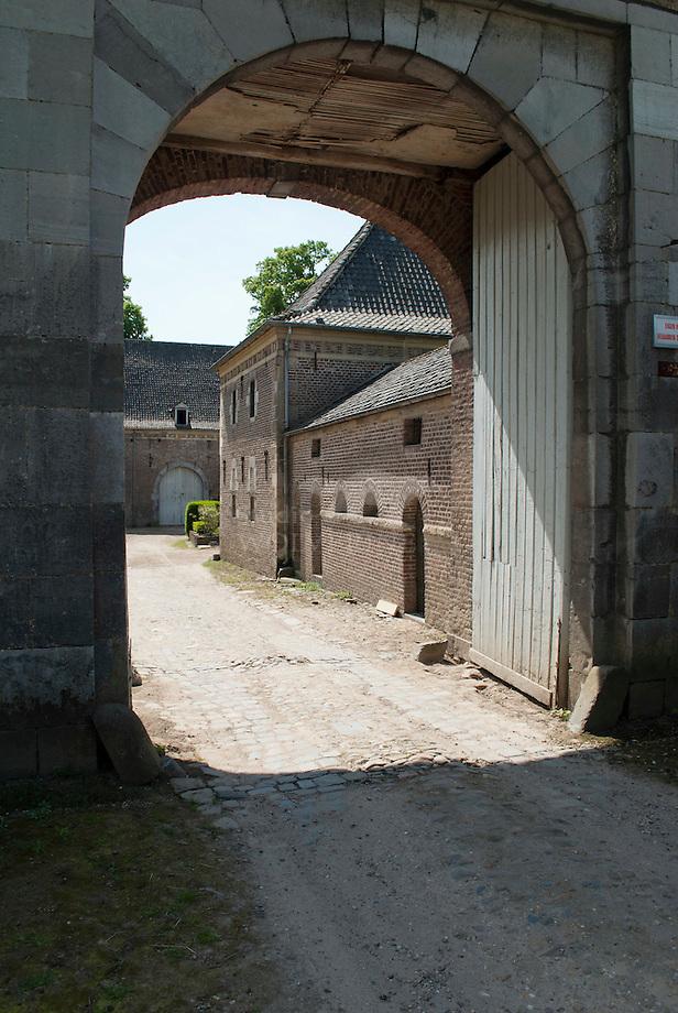 Kasteelboerderij bij Kasteel Neuburg - Limburg