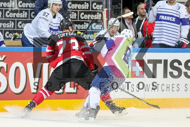 Canadas Toffoli, Tyler (Nr.73) im Zweikampf mit Frankreichs da Costa, Teddy (Nr.80)  im Spiel IIHF WC15 France vs Canada.<br /> <br /> Foto &copy; P-I-X.org *** Foto ist honorarpflichtig! *** Auf Anfrage in hoeherer Qualitaet/Aufloesung. Belegexemplar erbeten. Veroeffentlichung ausschliesslich fuer journalistisch-publizistische Zwecke. For editorial use only.