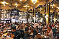 Pessoas na Confeitaria Colombo. Rio de Janeiro. 2015. Foto de Euler Paixao.