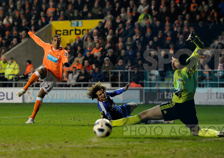 Petr Cech of Chelsea is beaten by Matt Phillips of Blackpool only for the shot to go wide