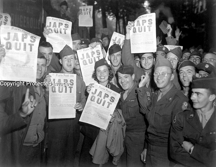 Paris, FRANCE - August 10, 1945. - <br /> GI's at the Rainbow Corner Red Cross Club in Paris, France, whoop it up after buying the special edition of the Paris Post, which carried the banner headline, &quot;JAPS QUIT&quot;.