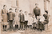 William David Litzinger (1874) and family - Rose Marie/Mary 'Rosalie', Leonard Francis, Mary Ella, Charles E., John P., Agnes C., George S., Frederick David, Jane Jennie, and William David Litzinger and Sarah C. 'Sadie'(Nagle) Litzinger - 1913 <br />