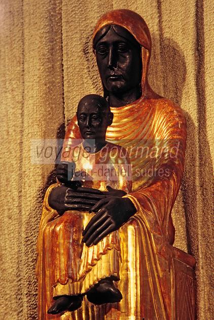 Europe/France/Auverne/63/Puy-de-Dôme/Marsat: L'église Notre-Dame - Détail vierge noire en majesté en bois peint (XIIème siècle)