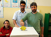 Referendum popolare 2016 per il divieto di future trivellazioni petrolifere nei territori  Italiani<br /> Roberto Fico  al voto