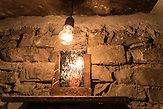Elektriker Jakov Dervishi in Rente, Selta, Shpati, 2013, Strom wird  in Albanien hauptsächlich aus Wasserkraft gewonnen. Zu kommunistischen Zeiten wurde das Land elektrifiziert. Die Infrastruktur kann aber mit dem hohen Verbrauch heutzutage nicht mithalten