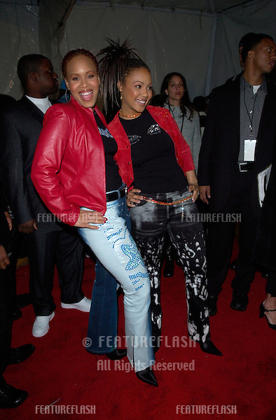 Singers MARY MARY at the 15th Annual Soul Train Music Awards in Los Angeles..28FEB2001.  © Paul Smith/Featureflash
