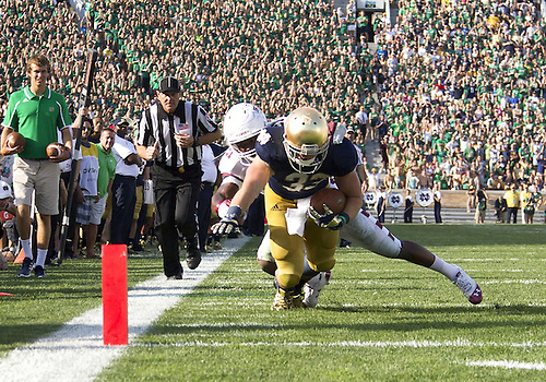 August 31, 2013:  Notre Dame Fighting Irish running back Cam McDaniel (33) makes diving attempt to get into the end zone during NCAA Football game action between the Notre Dame Fighting Irish and the Temple Owls at Notre Dame Stadium in South Bend, Indiana.  Notre Dame defeated Temple 28-6.