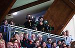 Stockholm 2014-09-26 Handboll Elitserien Hammarby IF - Ricoh HK :  <br /> TV-kameror och kameram&auml;n p&aring; pressl&auml;ktaren i Eriksdalshallen under matchen mellan Hammarby och Ricoh<br /> (Foto: Kenta J&ouml;nsson) Nyckelord:  Eriksdalshallen Hammarby HIF HeIF Bajen Ricoh HK RHK TV media kamera kameror TV-kamera
