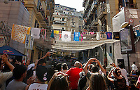 NAPOLI I FUNAMBOLI DELLO SLACKLINING  SI SFIDANO TRA I VICOLI DI NAPOLI<br /> NELLA FOTO <br /> FOTO CIRO DE LUCA