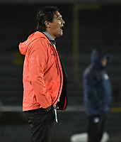 BOGOTA - COLOMBIA, 10-04-2018: Flabio Torres técnico de Deportivo Pasto gesticula durante partido con Millonarios por la fecha 14 de la Liga Águila I 2018 jugado en el estadio Nemesio Camacho El Campin de la ciudad de Bogotá. / Flabio Torres coach of Deportivo Pasto gestures during the match against Millonarios for the date 14 of the Liga Aguila I 2018 played at the Nemesio Camacho El Campin Stadium in Bogota city. Photo: VizzorImage / Gabriel Aponte / Staff.