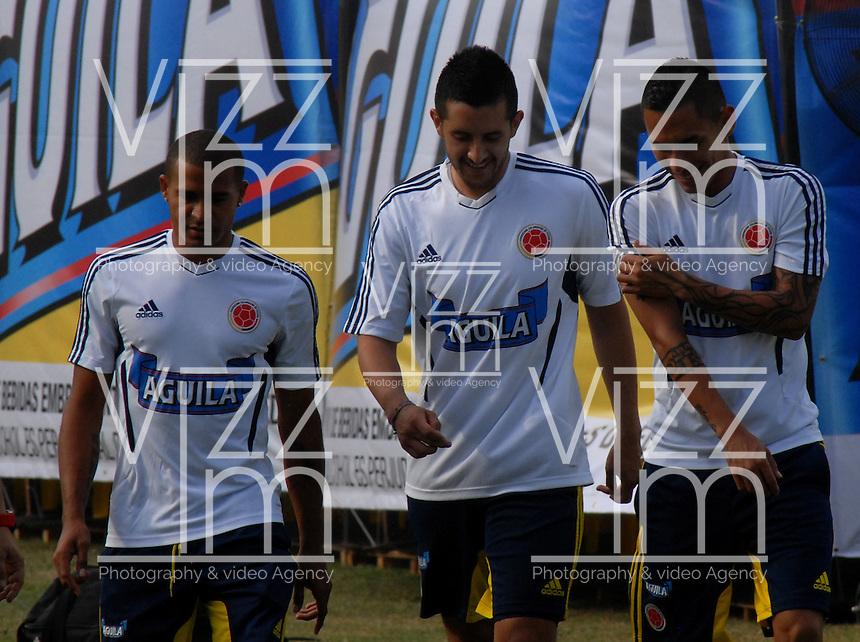 BARRANQUILLA, COLOMBIA - 18-03-2013: Macnelly Torres (Izq.) Camilo Vargas (C) y Aldo Leao Ramírez (Der.) jugadores de la Selección Colombia durante entreno en Barranquilla, marzo 18 de 2103. El equipo colombiano se prepara en Barranquilla para los partidos contra Bolivia el 22 de marzo y Venezuela el 26 de marzo, partidos clasificatorios a la Copa Mundial de la FIFA Brasil 2014. (Foto: VizzorImage / Luis Ramírez / Staff). Macnelly Torres (L) Camilo Vargas (C) and Aldo Leao Ramírez (R) players of the Colombian national team during a training session in Barranquilla on March 18, 2012. The Colombia team prepares for the games against Bolivia next March 23 and Venezuela on March 26, matchs qualifying for the FIFA World cup Brazil 2014. Photo: VizzorImage / Luis Ramirez/ Staff